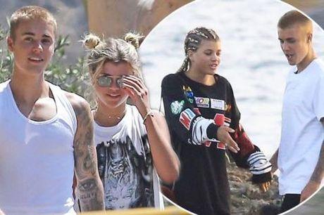 Ro tin don Selena Gomez & Justin Bieber ket hon - Anh 2