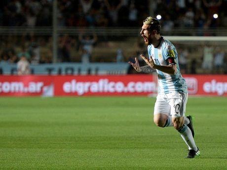Messi tuyen bo tay chay bao chi sau vu Lavezzi bi 'to' hut can sa - Anh 1