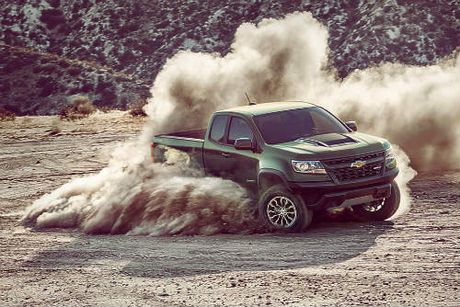 2017 Chevrolet Colorado ZR2 xuat hien, doa nat Ford F-150 Raptor - Anh 1