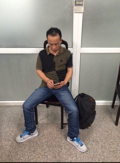 Bat tai tran khach Trung Quoc gio tro 'dao chich' tren may bay - Anh 1