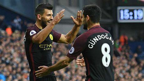 Toan canh luong bong Ngoai hang Anh: Man United 'vo doi' - Anh 19