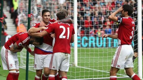 Toan canh luong bong Ngoai hang Anh: Man United 'vo doi' - Anh 4