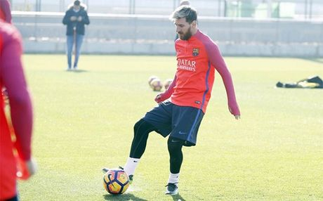 Messi tiep tuc the hien 'tinh yeu' voi Barcelona - Anh 1