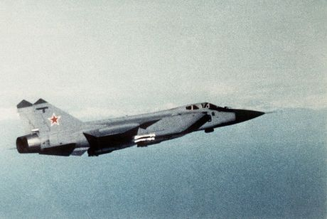 Tiem kich MiG-31 da toi Syria, 'radar bay' My-NATO coi chung - Anh 4