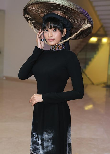 Truong Thi May thuyet phuc thanh cong Le Quyen dau gia tuong - Anh 10