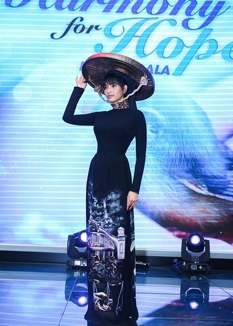 Truong Thi May thuyet phuc thanh cong Le Quyen dau gia tuong - Anh 7