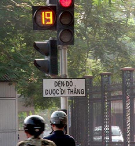 Het hon voi nhung bien bao giao thong ba dao o Viet Nam - Anh 8