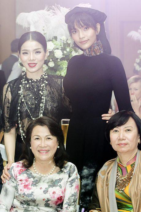 Le Quyen chi 8.000 USD mua tuong Phat trong buoi dau gia - Anh 3