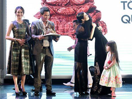 Le Quyen chi 8.000 USD mua tuong Phat trong buoi dau gia - Anh 4