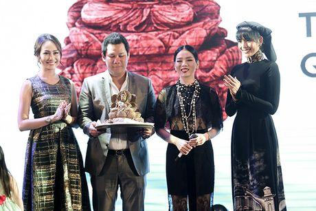 Le Quyen chi 8.000 USD mua tuong Phat trong buoi dau gia - Anh 6