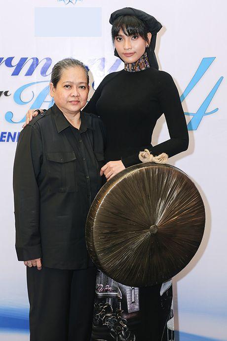 Le Quyen chi 8.000 USD mua tuong Phat trong buoi dau gia - Anh 8