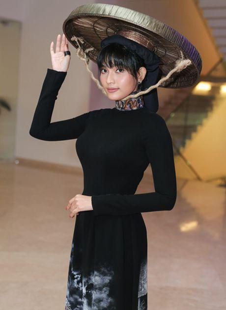 Truong Thi May doi non quai thao du su kien - Anh 2