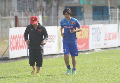 Tuan Anh xuat hien tren san tap, HLV Huu Thang van chua vui - Anh 1