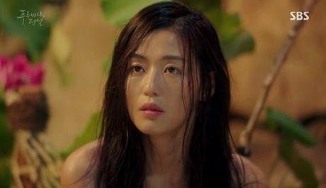 "Huyen thoai bien xanh tap 1: Lee Min Ho ""can loi"" vi do ""dien"" cua Jun Ji Hyun - Anh 2"