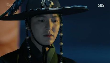 "Huyen thoai bien xanh tap 1: Lee Min Ho ""can loi"" vi do ""dien"" cua Jun Ji Hyun - Anh 3"