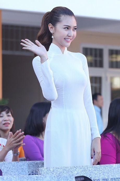 Ngoc Duyen ve que huong Vung Tau tham thay co giao dip 20/11 - Anh 1