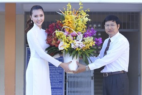 Ngoc Duyen ve que huong Vung Tau tham thay co giao dip 20/11 - Anh 2