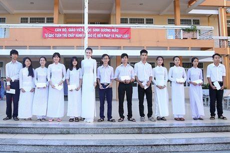 Ngoc Duyen ve que huong Vung Tau tham thay co giao dip 20/11 - Anh 3