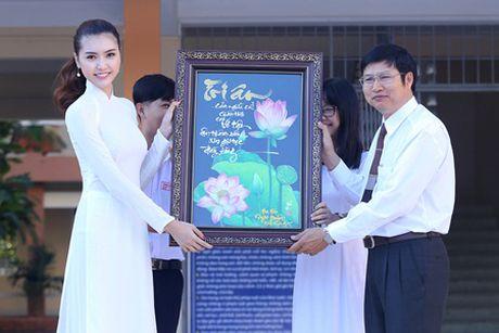 Ngoc Duyen ve que huong Vung Tau tham thay co giao dip 20/11 - Anh 4