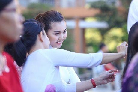 Ngoc Duyen ve que huong Vung Tau tham thay co giao dip 20/11 - Anh 5