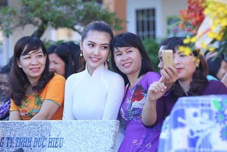 Ngoc Duyen ve que huong Vung Tau tham thay co giao dip 20/11 - Anh 6