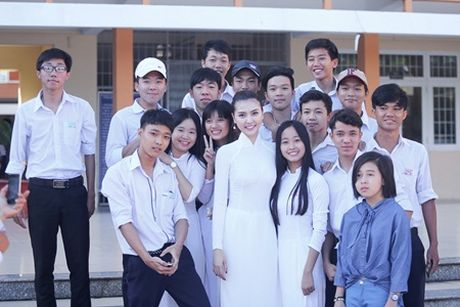Ngoc Duyen ve que huong Vung Tau tham thay co giao dip 20/11 - Anh 8