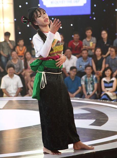 Co gai dan toc 'gai hang' Tran Thanh am 20 trieu dong - Anh 1