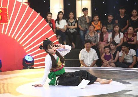 Co gai dan toc 'gai hang' Tran Thanh am 20 trieu dong - Anh 3