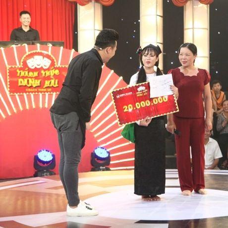 Co gai dan toc 'gai hang' Tran Thanh am 20 trieu dong - Anh 6