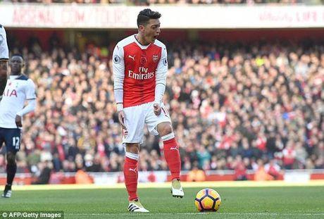 Arsenal se pha khung luong tran de giu chan Mesut Ozil - Anh 1