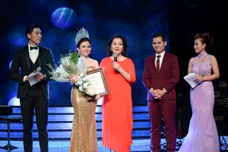 "Hoa Hau Phu Nhan Viet Nam Hoan Cau 2016 Janny Thuy Tran hanh phuc ben mot ""rung sao"" - Anh 1"