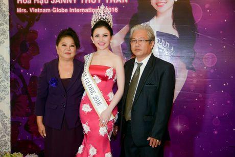 "Hoa Hau Phu Nhan Viet Nam Hoan Cau 2016 Janny Thuy Tran hanh phuc ben mot ""rung sao"" - Anh 4"