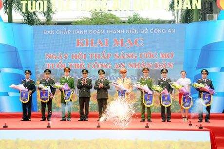 Thap sang uoc mo tuoi tre Cong an nhan dan - Anh 2