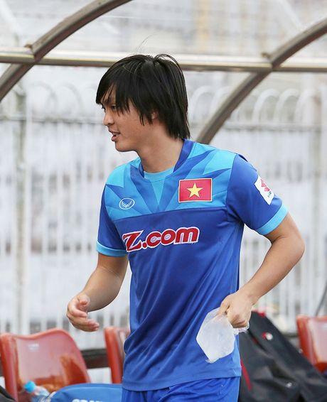 Tuan Anh lan dau tien ra san tap o Myanmar - Anh 1