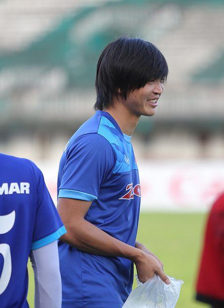 Tuan Anh lan dau tien ra san tap o Myanmar - Anh 2