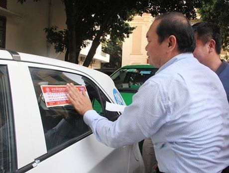 Ha Noi: Gan 20 nghin taxi duoc dan de can cam ket thuc hien '5 khong' - Anh 1