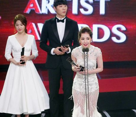 Chi Pu doat giai 'Nghe si trien vong' tai Asia Artist Awards - Anh 1