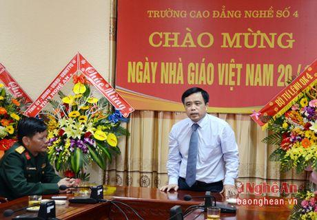 Lanh dao tinh chuc mung cac truong nhan ngay Nha giao Viet Nam 20/11 - Anh 2