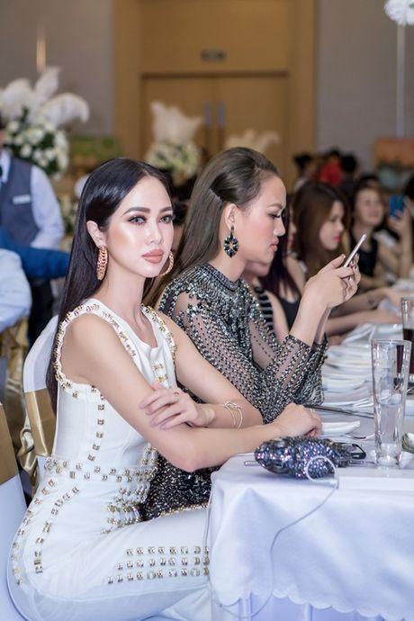 Moi teu va lens mat mau noi: Cau chuyen tinh 'sai trai' nhat dai ngan ha - Anh 8