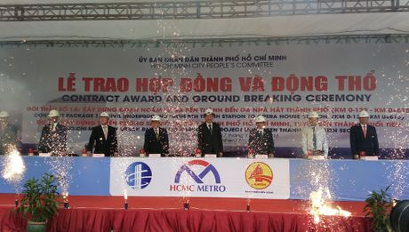 Dong tho xay nha ga ngam metro Ben Thanh - Anh 1