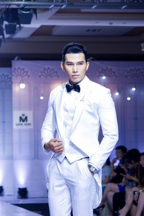 A vuong Ngoc Tinh banh bao giua dan my nhan, sieu mau - Anh 9
