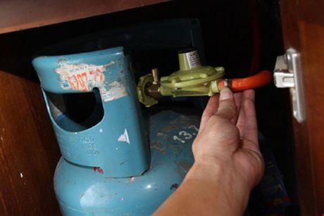 Ro khi gas khi nau chao, co gai bi bong nang - Anh 1