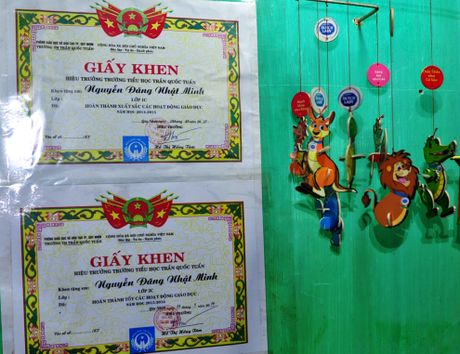 Cau be lop 3 gioi tieng Anh khien thay co bat ngo - Anh 9
