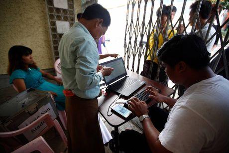 CDV Myanmar khong de y den tuyen VN khi xep hang mua ve - Anh 2