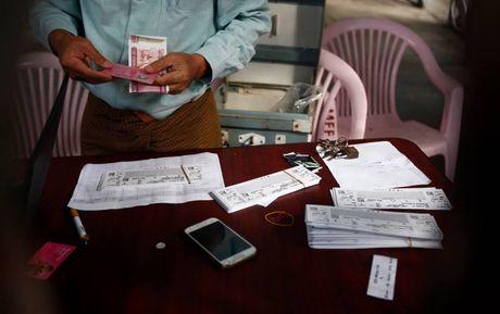 CDV Myanmar khong de y den tuyen VN khi xep hang mua ve - Anh 3