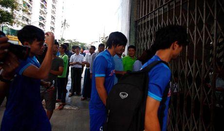 CDV Myanmar khong de y den tuyen VN khi xep hang mua ve - Anh 4