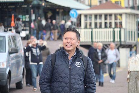 Nguyen Quang Luat: 'Bac si di chan dat' - Anh 1