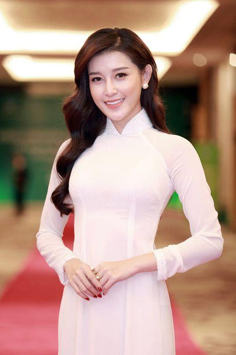 Huyen My dien ao dai trang don tiep Hoang tu nuoc Anh - William - Anh 5