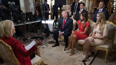 Ai nu nha Trump 'hung bao' du luan vi quang cao ngam tren truyen hinh - Anh 2