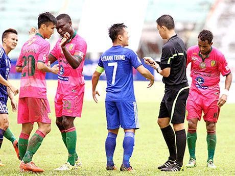 HLV Hoang Van Phuc tiec khi Huy Hung loi hen voi AFF Cup 2016 - Anh 1